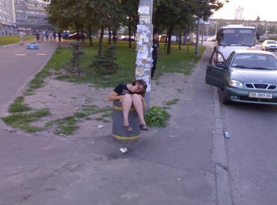 çöpe atılmış sarhoş