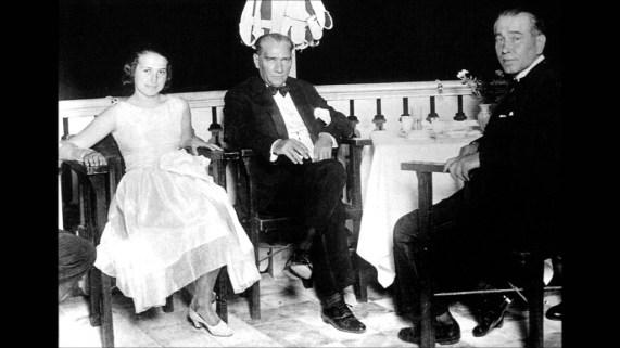 Müzeyyen Senar Atatürk