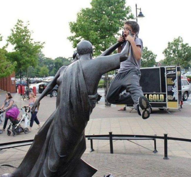heykellerden dayak yiyen insanlar-54541