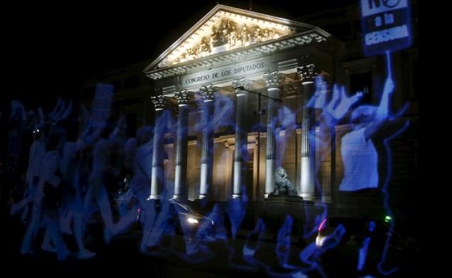 ispanya-hologram-protesto-yürüyüş