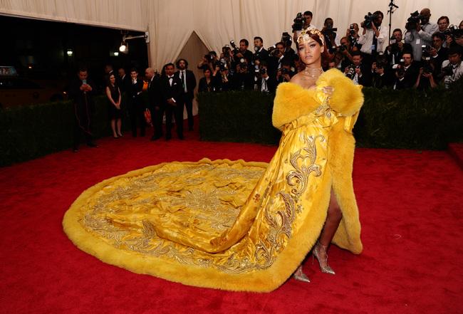 Rihanna kostüm geyikleri 2