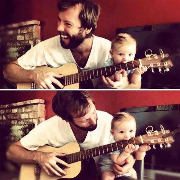 gitar çalan baba çocuk