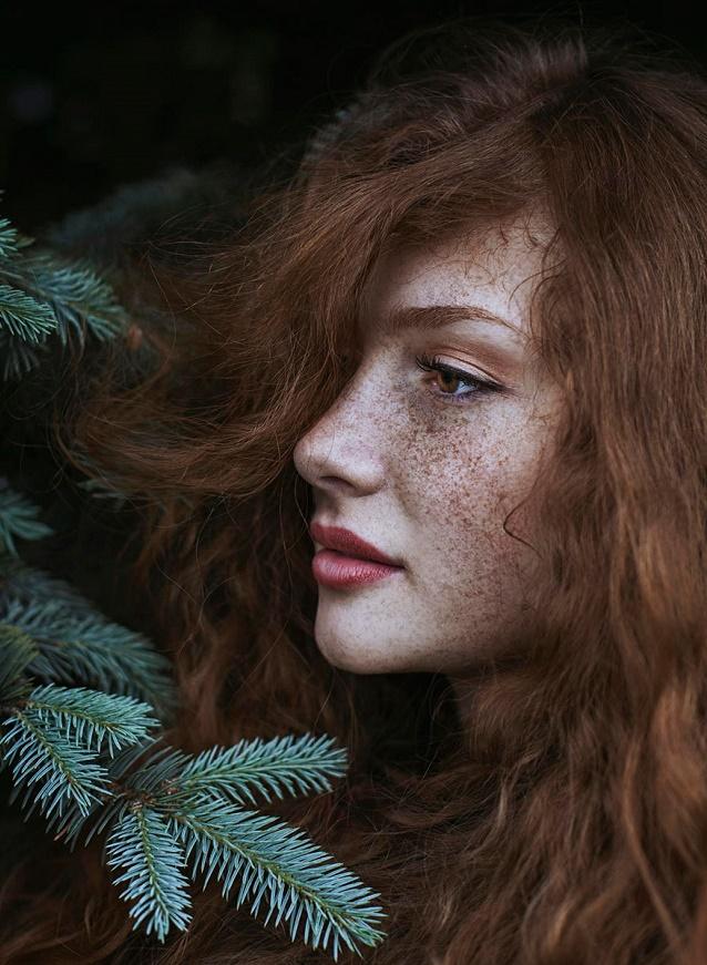 Kızıl Saçlı Kızın doğa ile uyumu 4