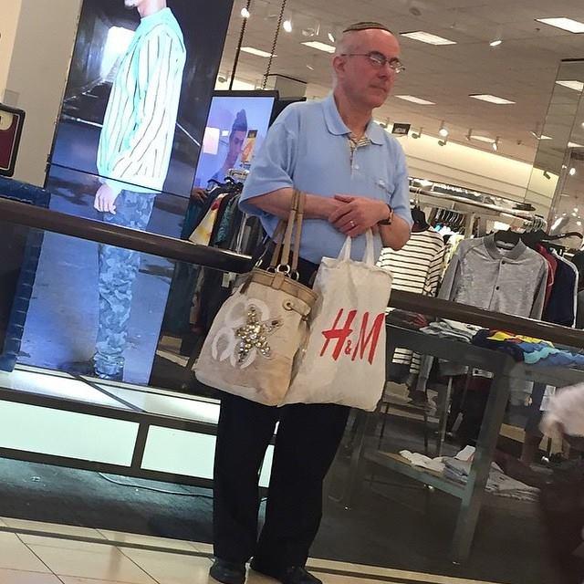 alışveriş yapan kadınları bekleyen erkek fotoğrafları 10