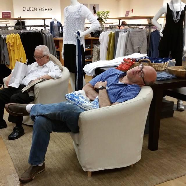 alışveriş yapan kadınları bekleyen erkek fotoğrafları 7