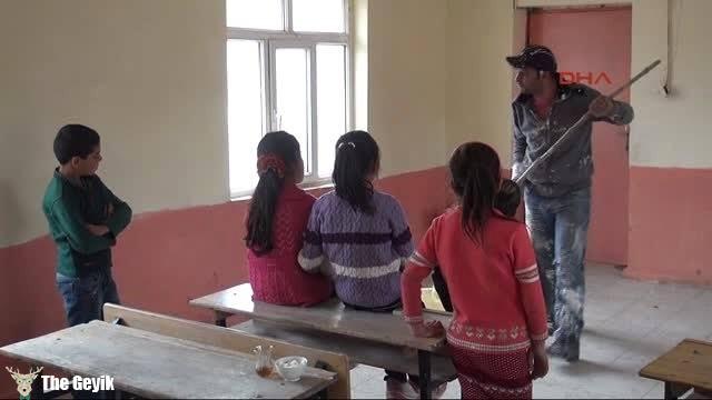 okulu boyayan öğretmenimiz