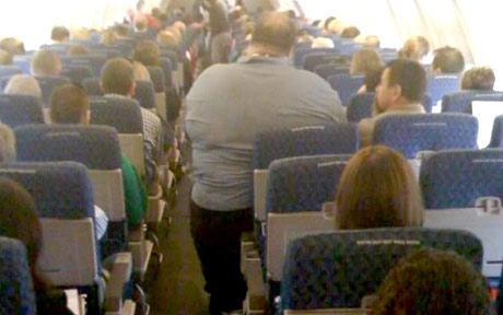 uçaktaki rahatsız edici tipler