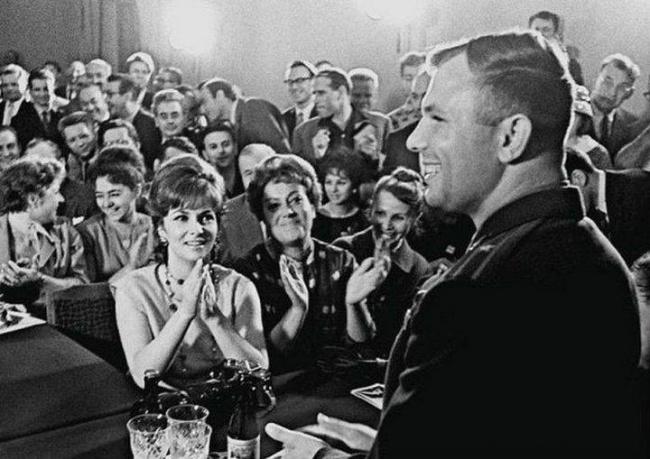 Yuri Gagarin and Gina Lollobrigida. Moscow, 1961