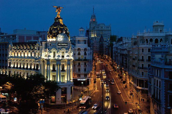 Madrid, İspanya'nın başkentidir. İber Yarımadası'nın orta kesiminde yer alır.