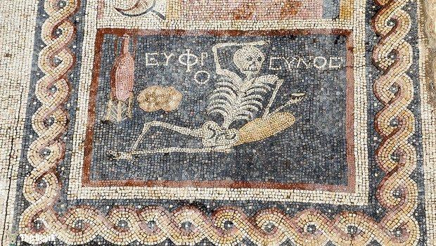 Antakya'da bulunan ilginç mesajlı mozaik