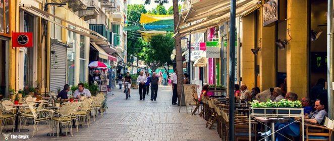 Lefkoşa, Kıbrıs adasının ortasında yer alan, Kıbrıs Cumhuriyetini ile Kuzey Kıbrıs Türk Cumhuriyeti'nin başkentidir.