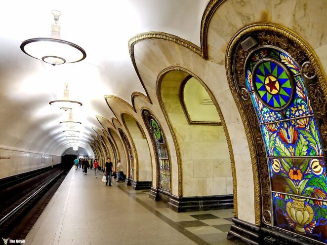 Moskova, Rusya Federasyonu'nun başkentidir. Dünyanın en yoğun işleyen metro sistemine sahiptir.