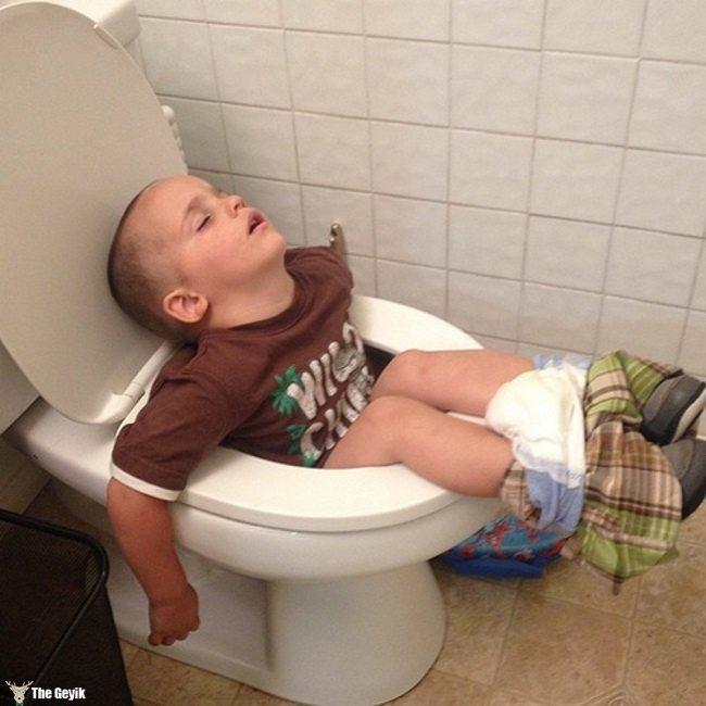 komik uyuyan çocuklar17