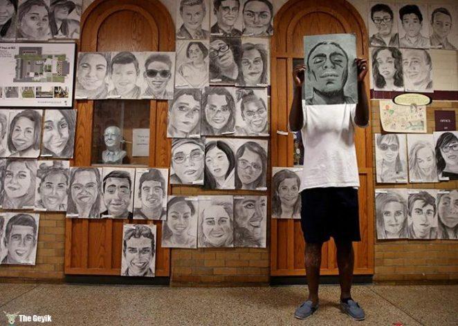 okul arkaslarinin resimlerini gizlice cizen Phillip Sossou1