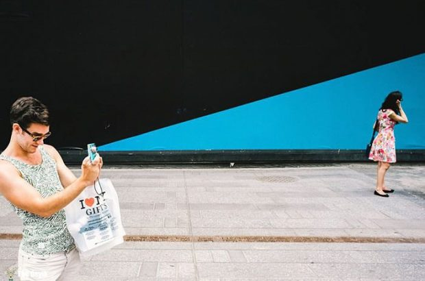 perfectly-timed-street-photography-48-58106461e0262__700