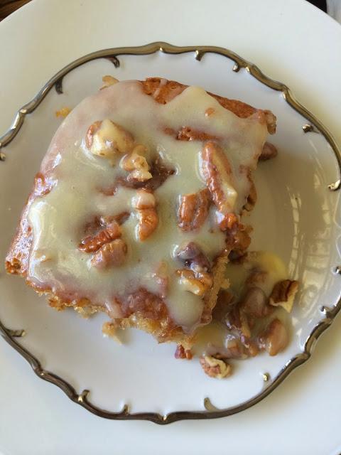 butter pecan praline poke cake