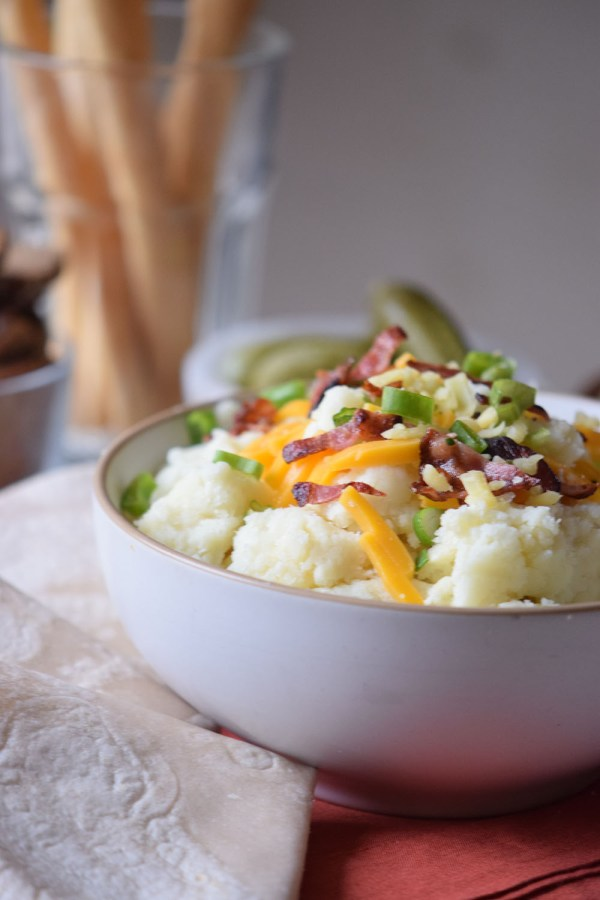Loaded Baked Potato Dip is perfect for your holiday parties! - http://thegiftedgabber.com/