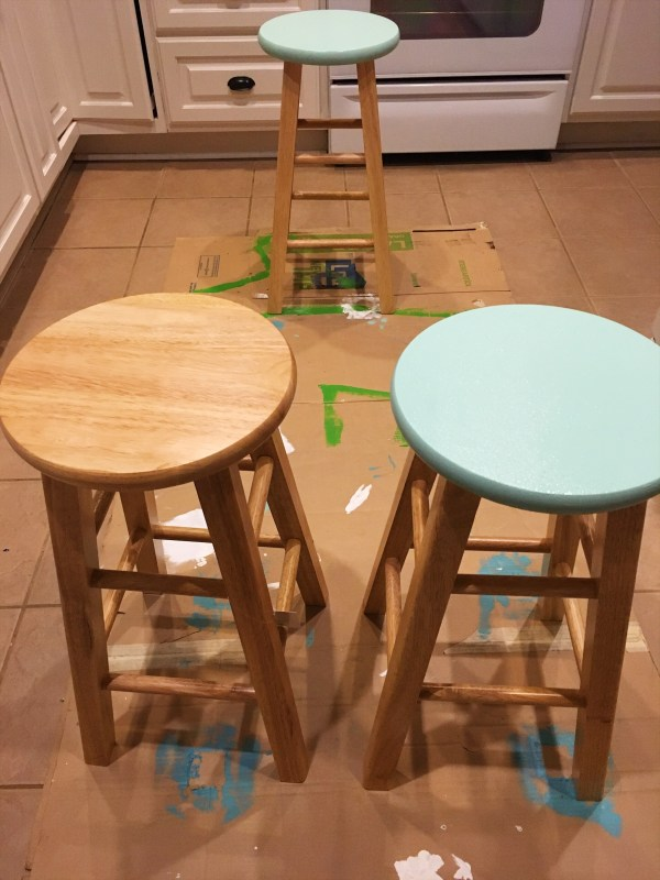 Turquoise and White Kitchen Table - A Chalk Paint Kitchen Table Makeover with Valspar Chalky Paint in Beaded Reticule and Kid Gloves - The Gifted Gabber