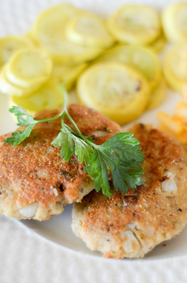 Salmon Croquettes - Easy Dinner - Weeknight Dinner Recipes - The Gifted Gabber- Salmon Recipes - Easy Salmon Dinner - Weeknight Dinners - Easy Meals - Easy Recipes - Salmon Patties - Salmon Cakes - Salmon Patty