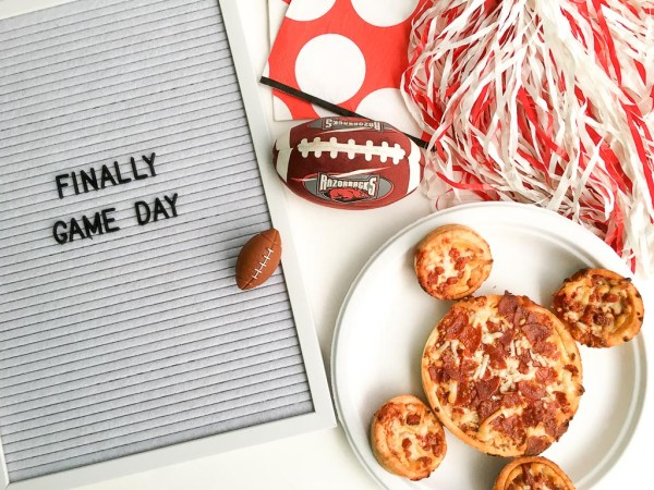 Ready Set Eat Quote - Simple Game Day Ideas for a Football Family - Family Football Party Ideas - #ad by Red Baron for Football and Pizza Night - The Gifted Gabber