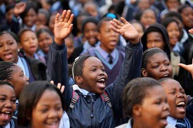 Schoolchildren-sing-Happy-Birthday-2061366.png