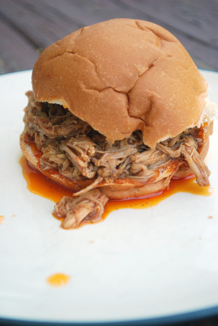 Slow Cooker Pulled Pork Sandwiches!