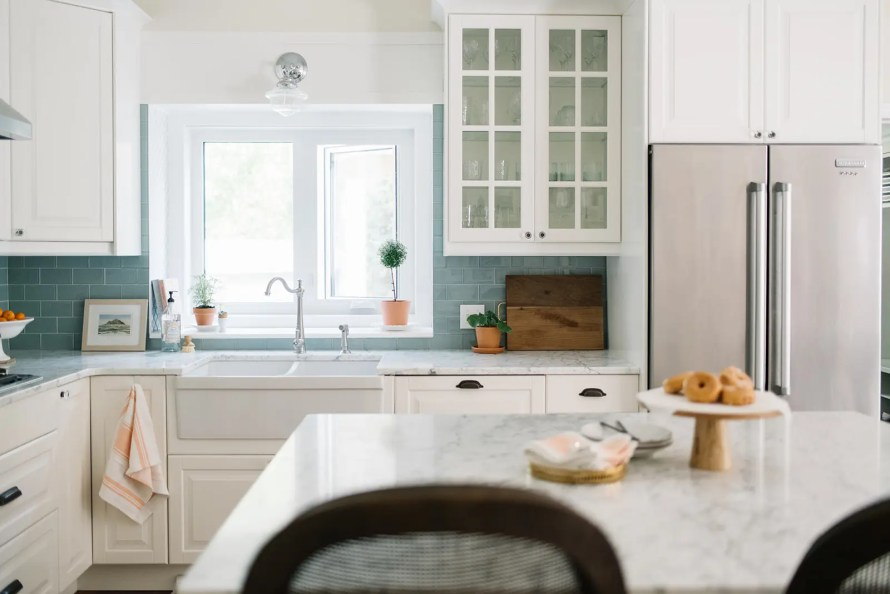 The kitchen gets some splashes of color and some potted plants as simple summer decor