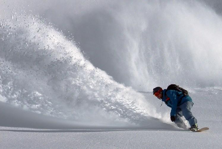 snowboarder-690779_1920