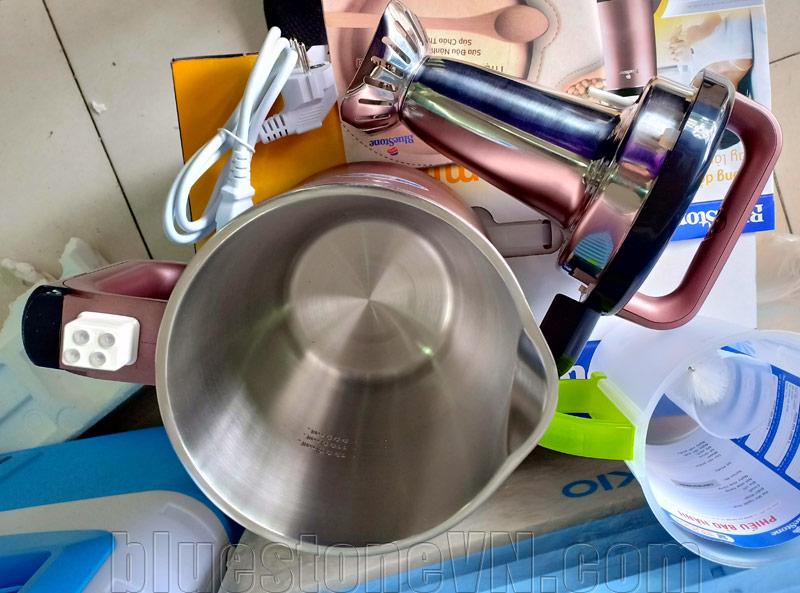 Trong lòng máy làm sữa đậu nành bluestone smb-7393