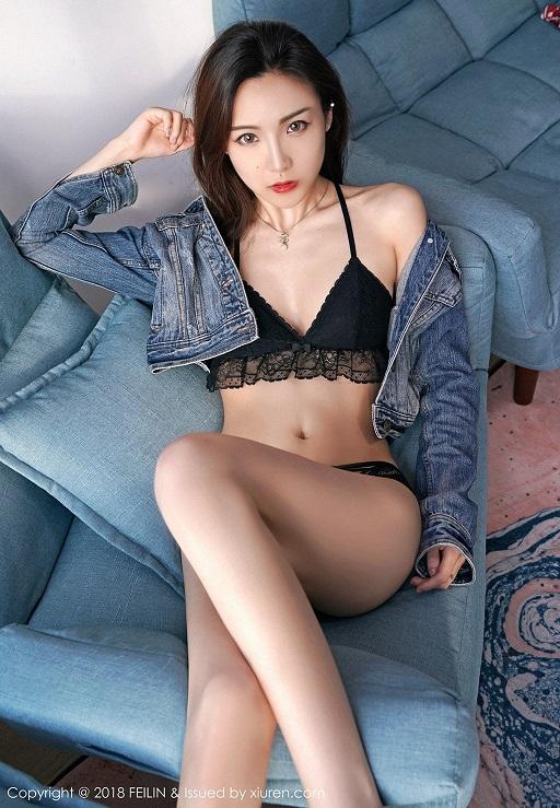 Hotgirl Hana trong đồ lót sexy và áo khoác denim