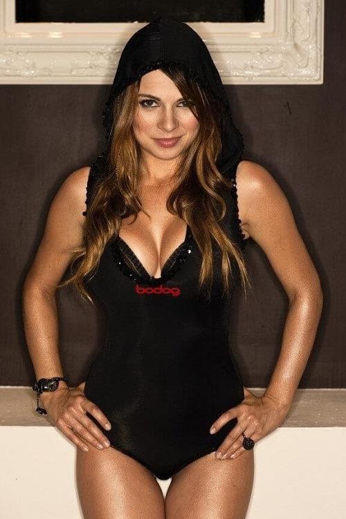 bài thủ Poker quyến rũ Sandara Naujoks