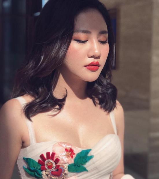 Sau vụ lộ clip nóng, Văn Mai Hương ngày càng sexy hơn