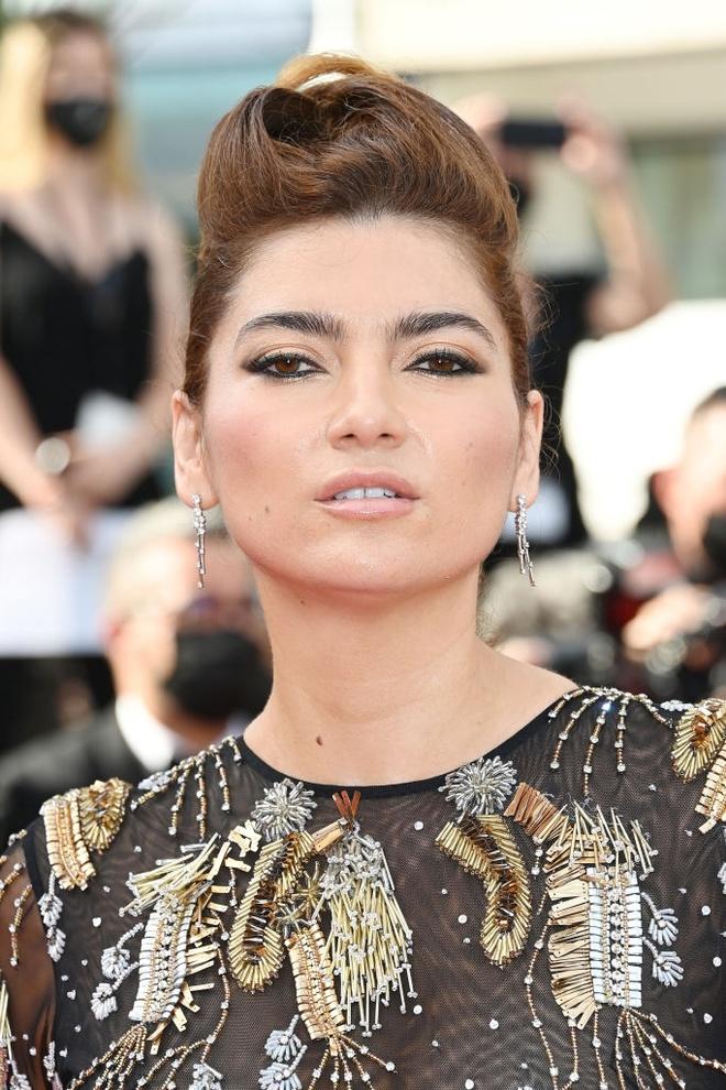Nữ diễn viên lên thảm đỏ Cannes mà không mặc nội y
