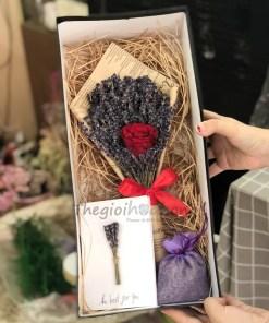 Bó lavender hoa hồng đỏ