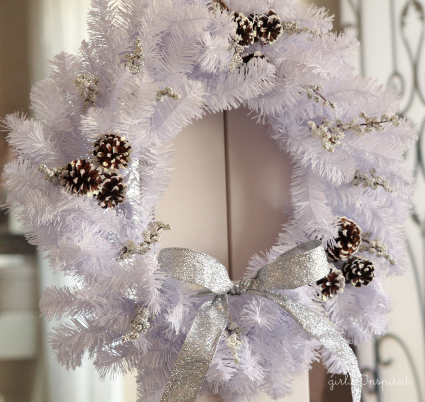 Make this #fabulouslyfestive Sparkly and White Winter Wreath!