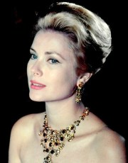 gracekelly-necklace-statementnecklace-earrings-hairstyles