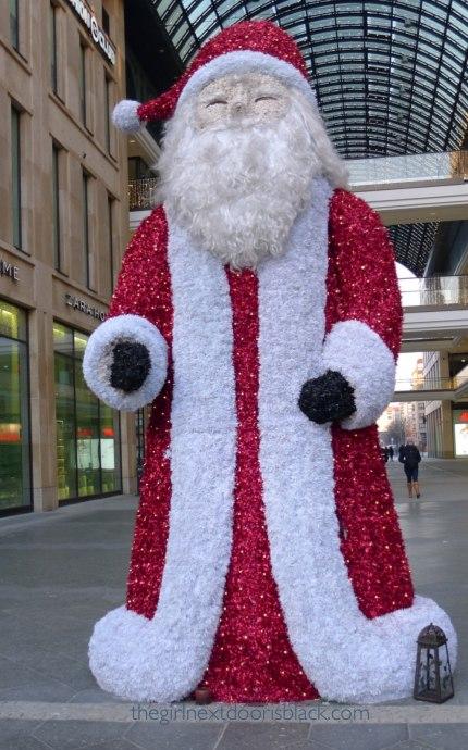 Santa Claus at the mall in Berlin