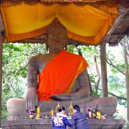Giant_Buddha_Altar_Bayon