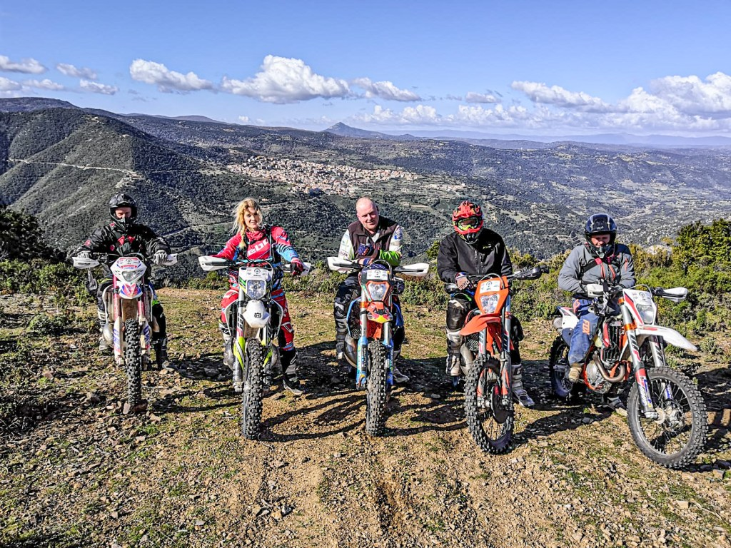 Tour Enduro Sardegna group riding