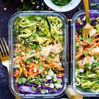 Spiralized Pad Thai Chicken Meal Prep Bowls (Video!)