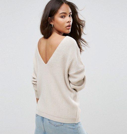 maglione scollo sulla schiena