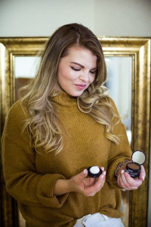How to Battle the Grays with Everpro Gray Away. Hair care, gray hair maintenance, beauty routine, holiday beauty, balayage.