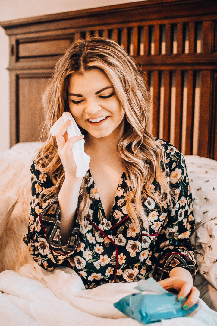 Girl on the Go beauty routine. Neutrogena Makeup remover wipes, makeup wipes, lazy girl beauty routine, Tennessee blogger, The Glitter Gospel, Wal Mart Beauty, Affordable Beauty Routine.