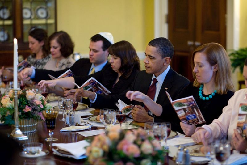 0519-1003-3014-1332_president_barack_obama_and_the_first_family_mark_the_beginning_of_passover_m1