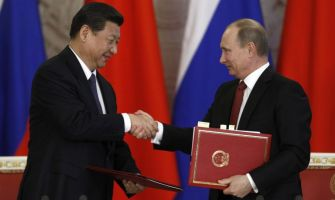 China Signs Non-Dollar Settlement Deal With Russia's Largest Bank