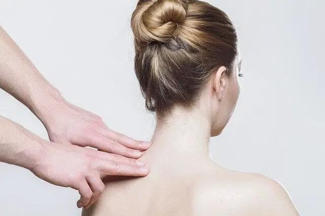 massage lady back