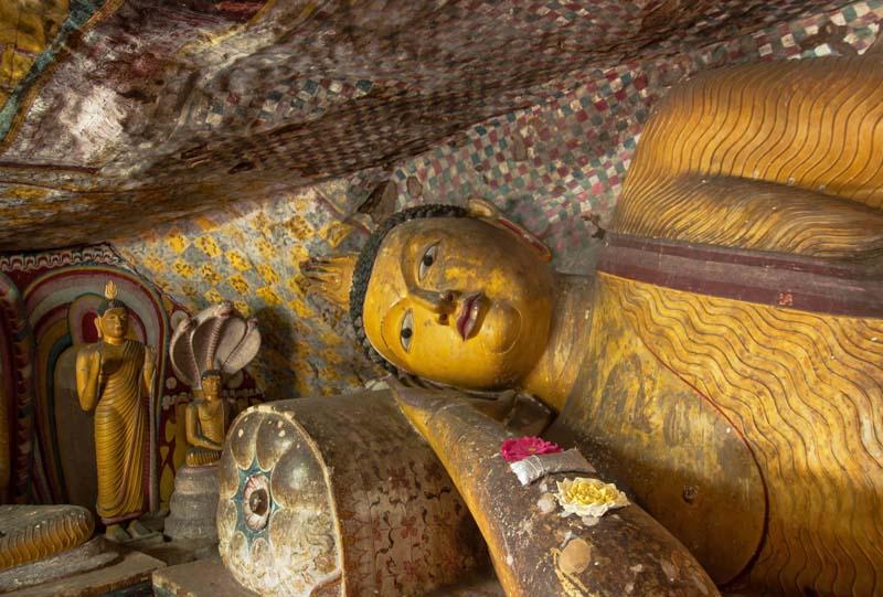 bouddha couche Kandy Sri Lanka a faire