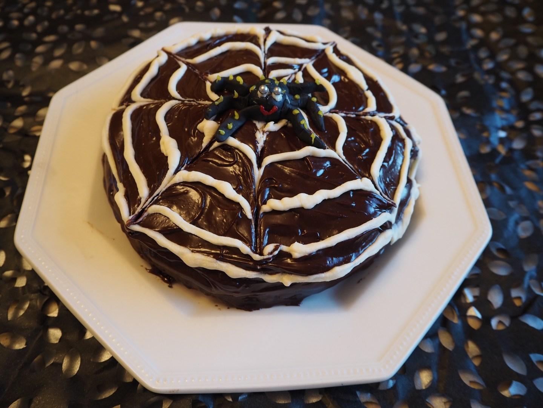 halloween chocolate spider cake