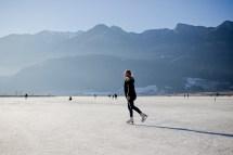 Winter Holidays In South Tyrol Eislaufen Auf Dem Kalterersee