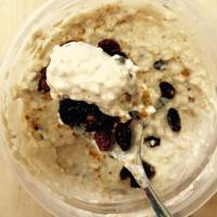 (High-Protein) Cinnamon Raisin Cookie Overnight Oatmeal